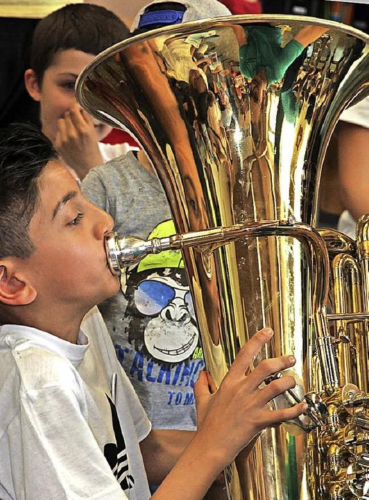 Musik macht Spaß – mit großen und kleinen Instrumenten.   | Foto: Korinth