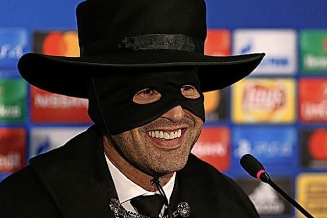 AUCH DAS NOCH: Trainer als Zorro