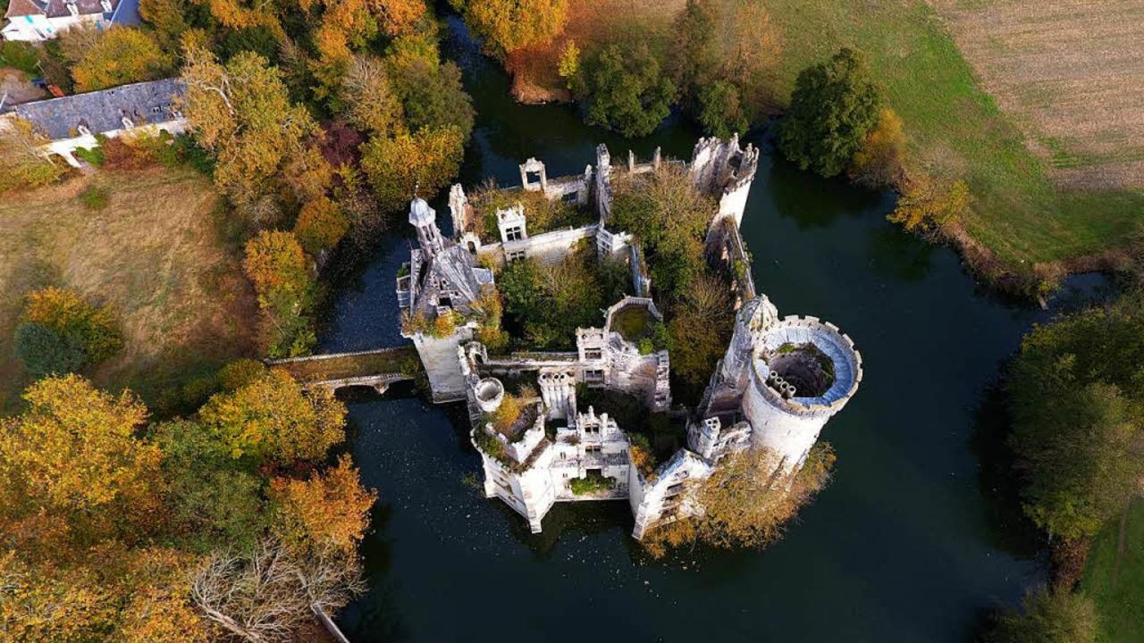 Das Schloss La Mothe-Chandeniers  | Foto: dpa