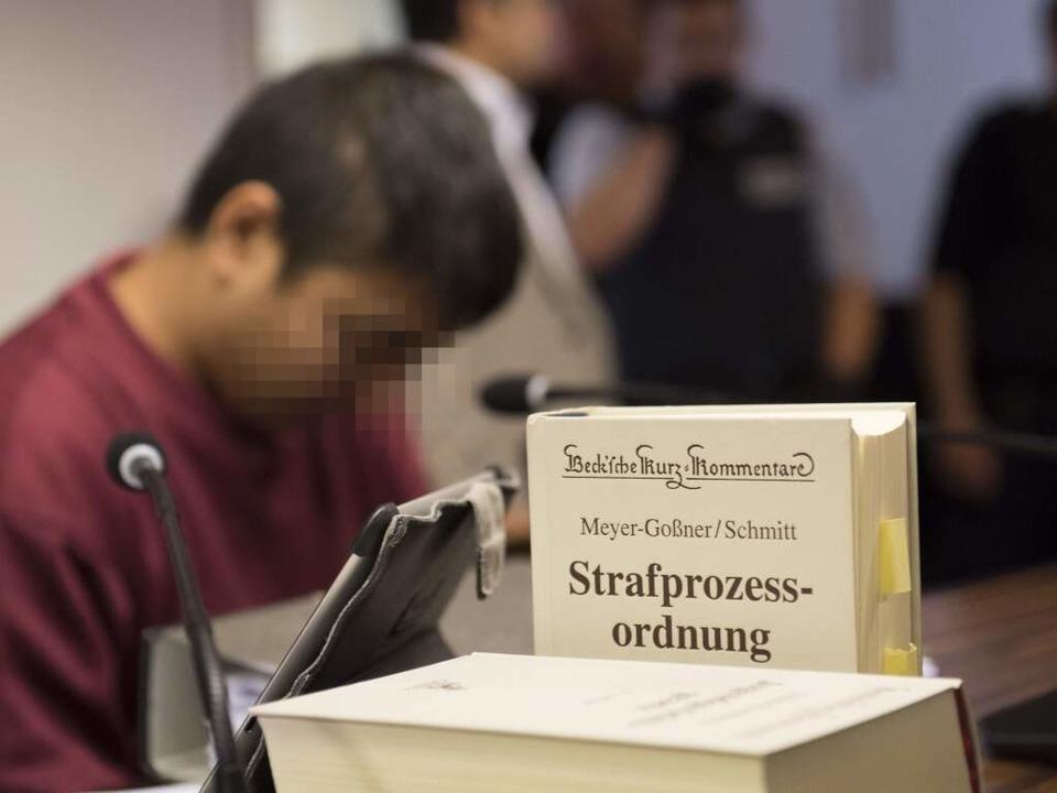 Der Angeklagte im Gericht  | Foto: AFP