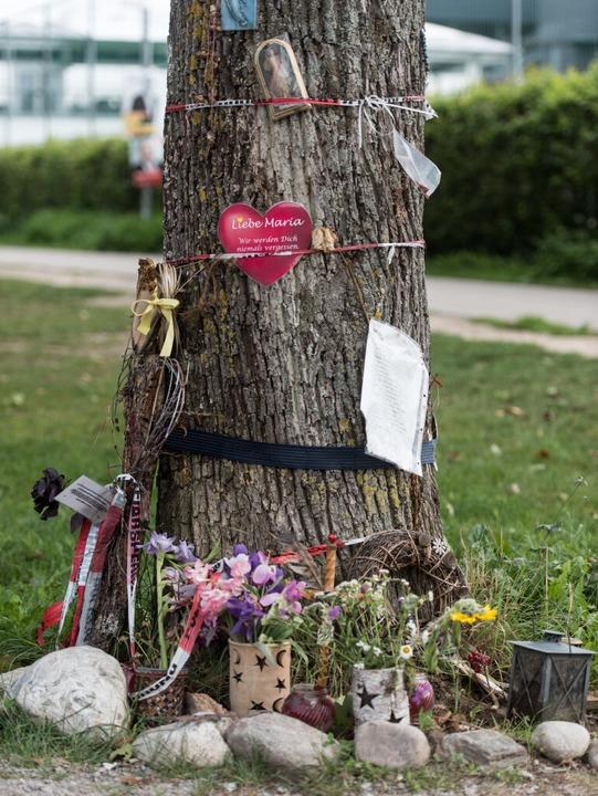Gedenken an das Opfer Maria L. am Tatort an der Dreisam  | Foto: dpa