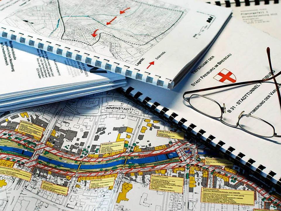 Die Verkehrsabteilung im Regierungsprä...rfsplanung für den Stadttunnel machen.  | Foto: Ingo Schneider