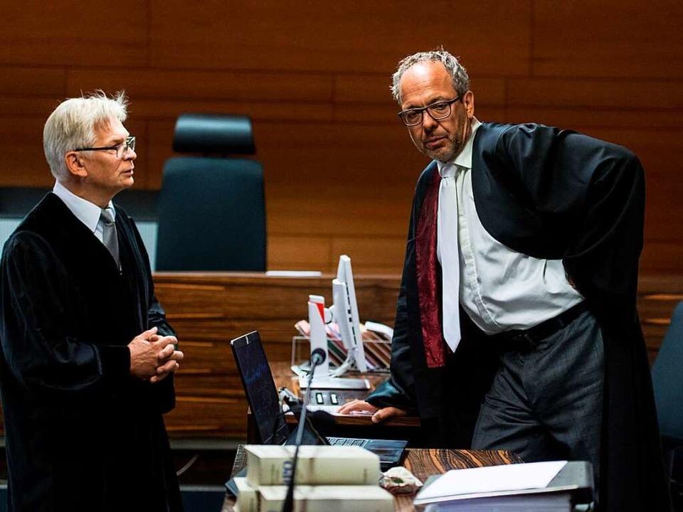 Oberstaatsanwalt Eckart Berger (links) und Verteidger Sebastian Glathe (rechts)  | Foto: dpa
