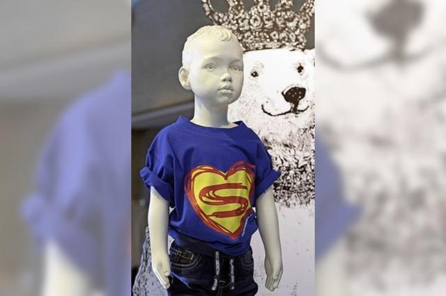 Ein finnischer Design-Becher und ein Superhelden-Shirt