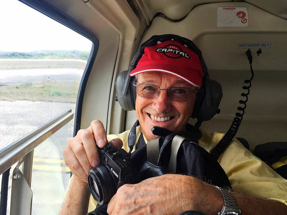 Tony Wheeler hebt mal wieder ab. Hier im Helikopter in Guatemala   | Foto: privat/dpa
