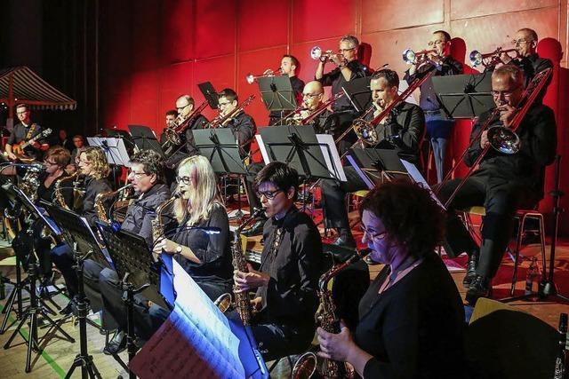 Big-Band swingt ins Klauskonzert