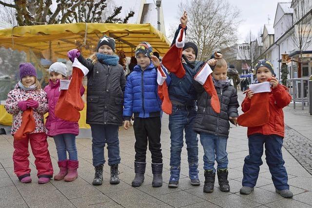 Kinder lassen sich die Nikolausstiefel füllen
