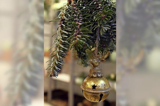 Bildschöner weihnachtlicher Blumenschmuck