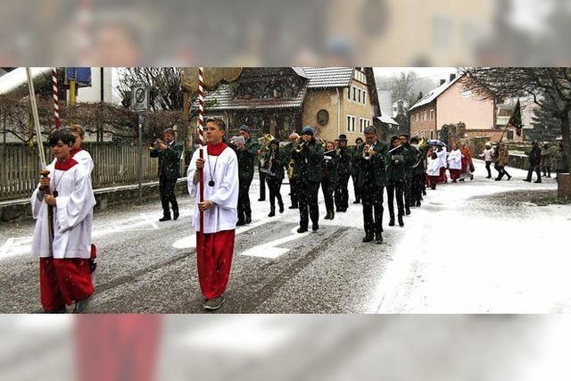 Prozession im Schnee