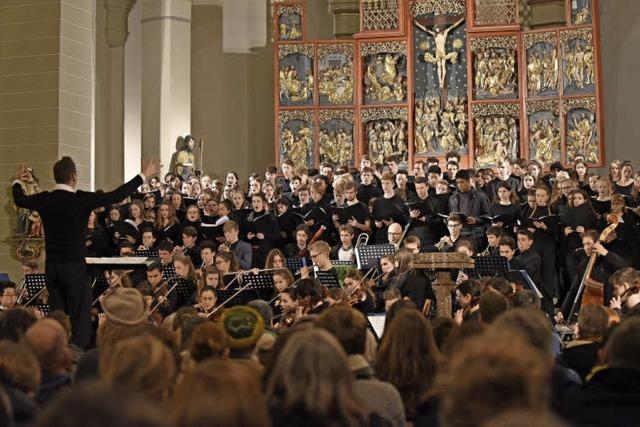 250 Waldorf-Schülerinnen und Schüler führen Puccini-Messe auf