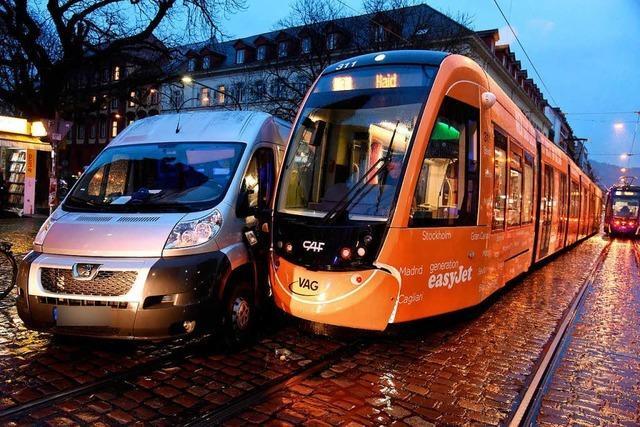 Verspätungen im Straßenbahnverkehr nach Unfall am Holzmarkt