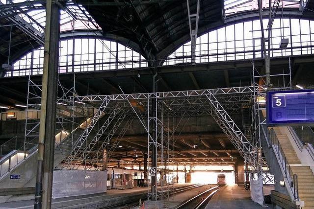Gerüstbau in der Gleishalle