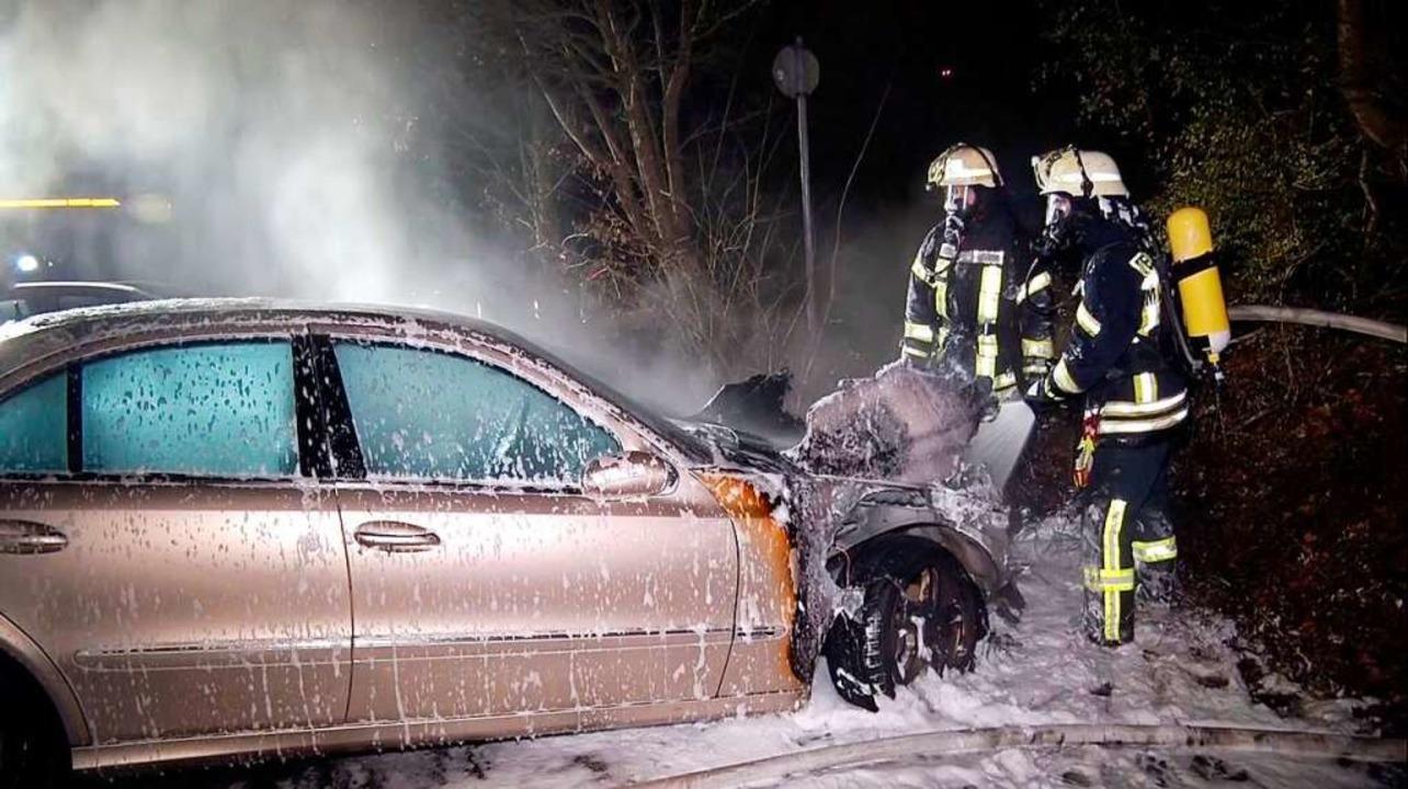 Feuerwehr und Polizei waren am Wochenende bei Autobränden im Dauereinsatz.  | Foto: Wolfgang Künstle