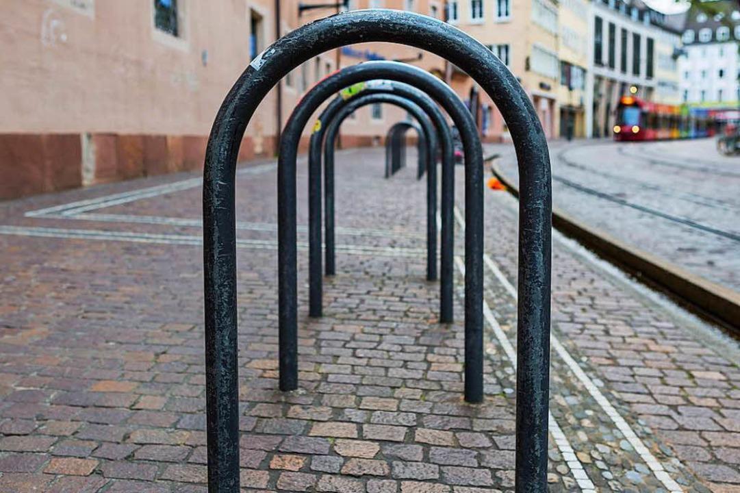 Leere Radbügel sind in Freiburg selten.  | Foto: Carlotta Huber
