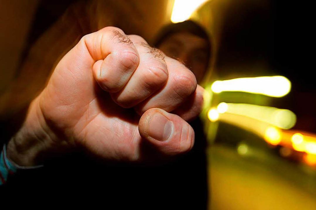 Die Aggressionen begannen in einer Bar...chtung Werderring weiter (Symbolbild).    Foto: dpa