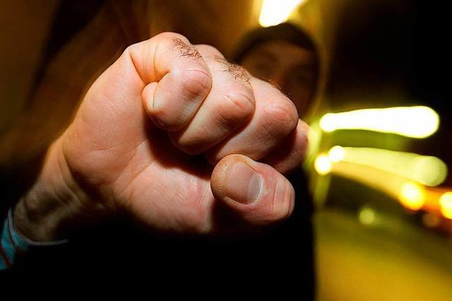 Aggressive Bande zettelt Schlägerei in der Innenstadt an