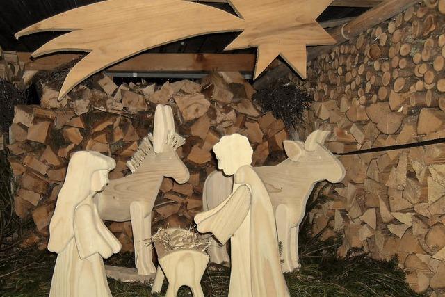 Wandelnde Holzfiguren