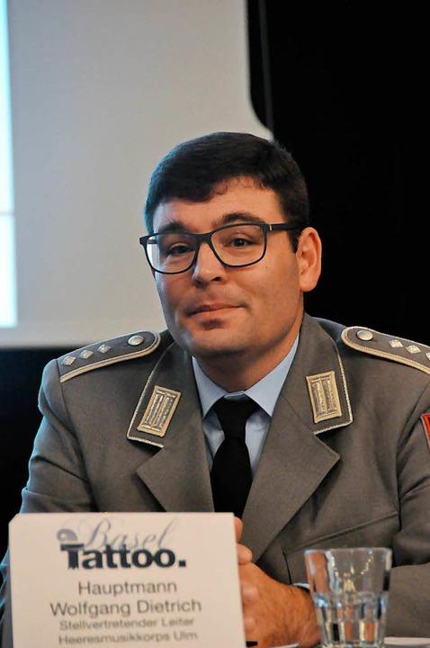 Wolfgang Dietrich kommt mit dem Heeresmusikkorps  Ulm.  | Foto: Daniel Gramespacher