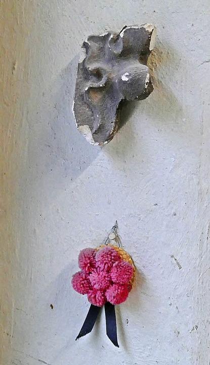 Blick in die Werkstatt der Münsterbauh...der Wand ein eingestaubter Bollenhut.   | Foto: BZ