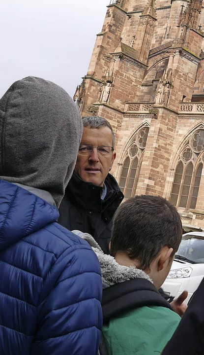 Uwe Zäh mit Schülern  | Foto: Stephanie Streif