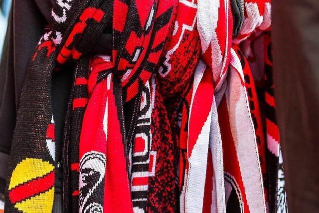 Polizei erteilt Platzverweise an Freiburger und Gladbacher Ultras