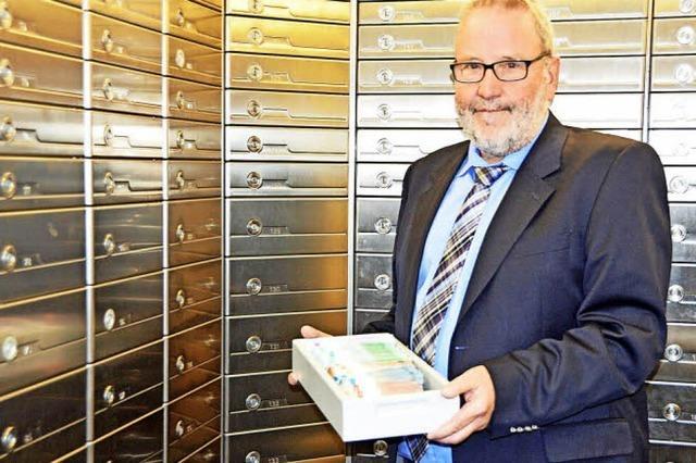 Kunden und die Kirchzartener Sparkasse selbst bewahren im Tresorraum Bargeld, Schmuck und Wertpapiere auf
