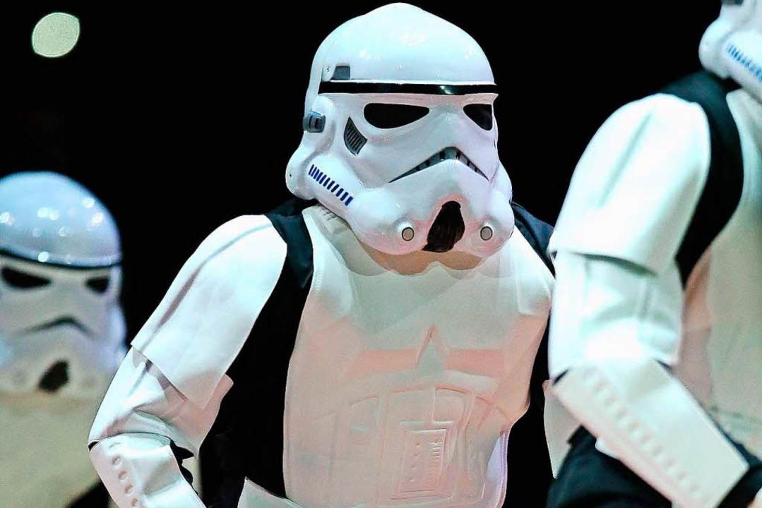 Symbolbild: Fans als Storm Troopers verkleidet.  | Foto: AFP