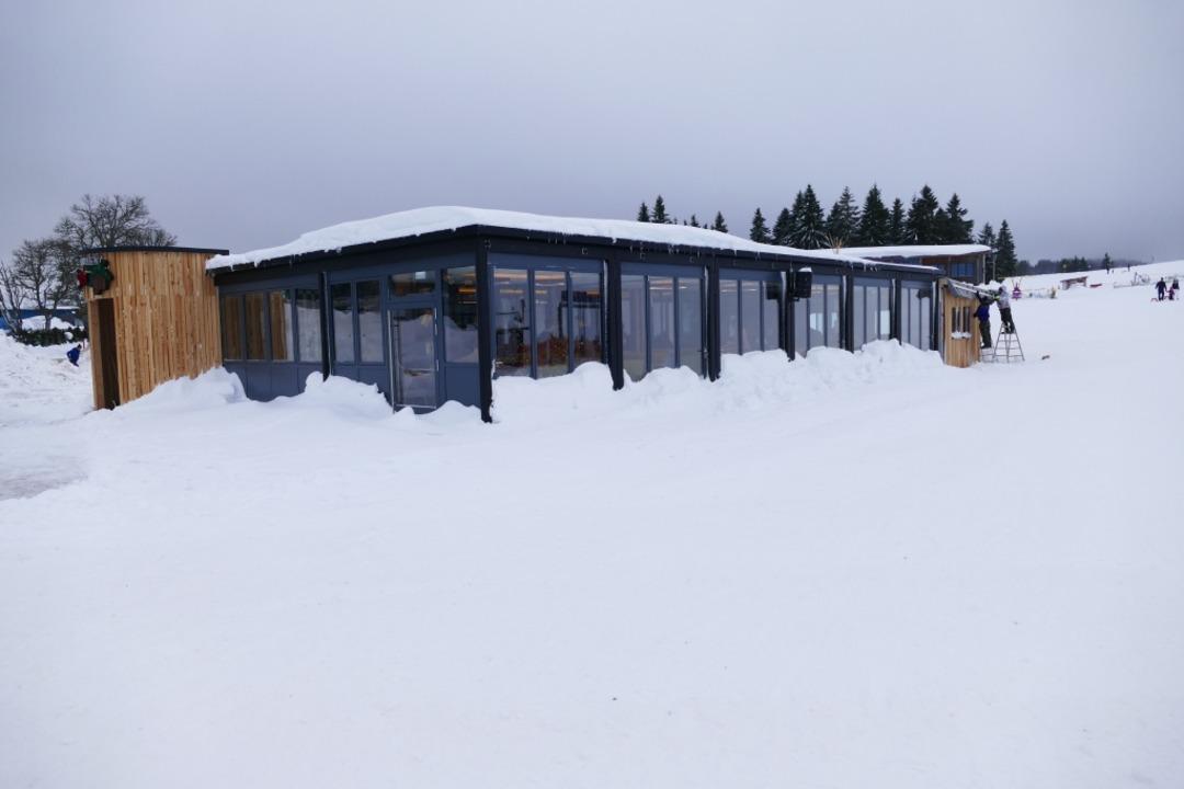 Das Rothaus Chalet auf dem Feldberg is...tern Mittag offiziell eröffnet worden.  | Foto: Ralf Morys