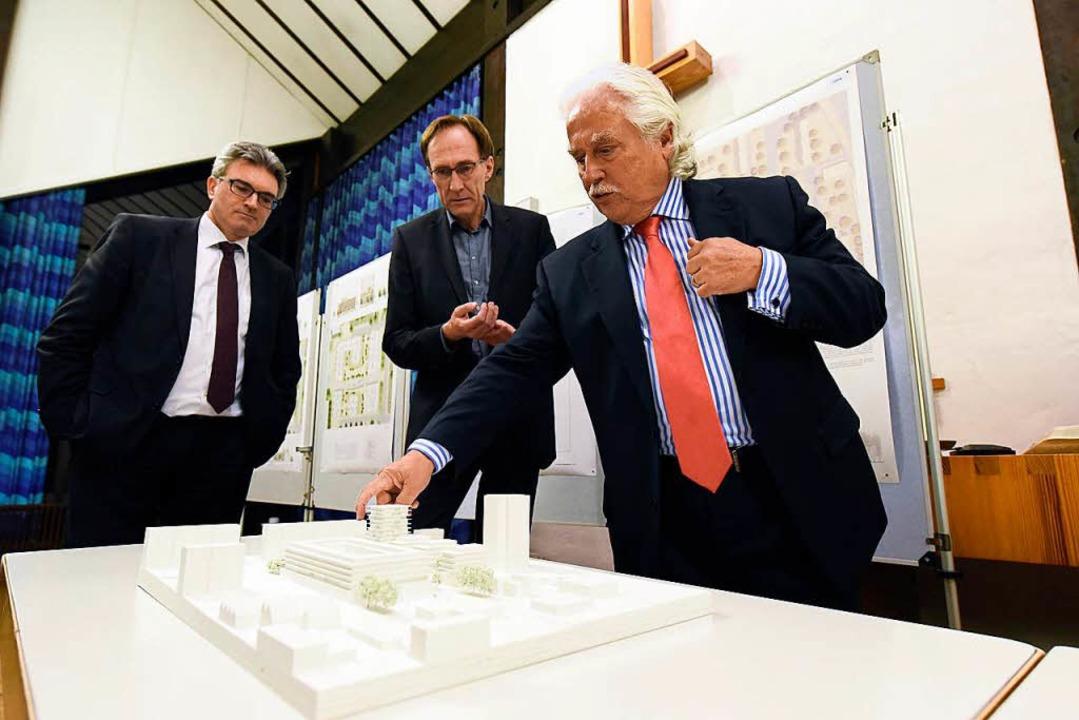 Oberbürgermeister Dieter Salomon, Baub...egerentwurf für das Zentrum Landwasser  | Foto: Thomas Kunz