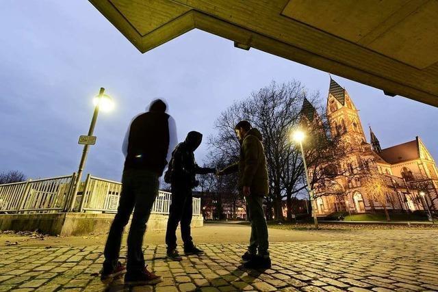 Zwei Männer sitzen nach Drogen-Kontrolle am Stühlinger Kirchplatz in der U-Haft
