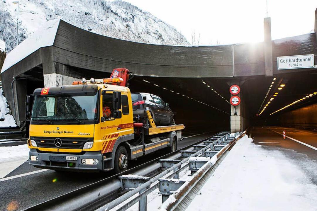 Bei dem schweren Unfall am vergangenen...etzt. Eines der Opfer kam aus Lörrach.    Foto: dpa