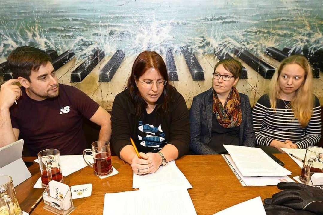 Gemeinsam mit  ihrem Fraktionskolleegn...afé Atlantik ihre Kandidatur  bekannt.  | Foto: Ingo Schneider