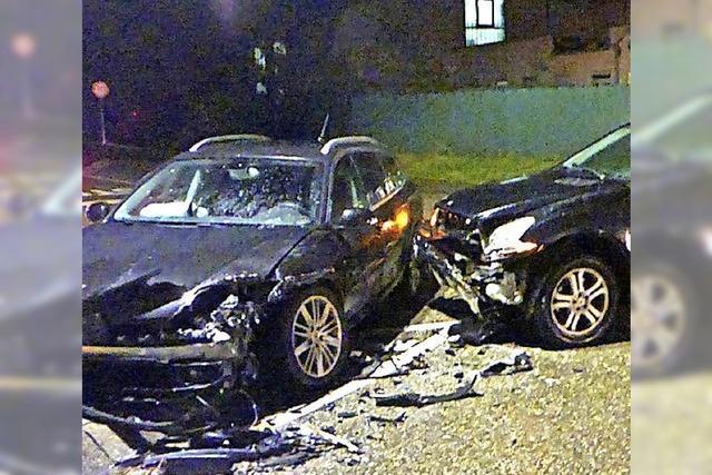 Hoher Schaden bei Autounfall