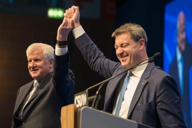 Basis bestätigt: Horst Seehofer bleibt Vorsitzender, Söder soll Ministerpräsident werden