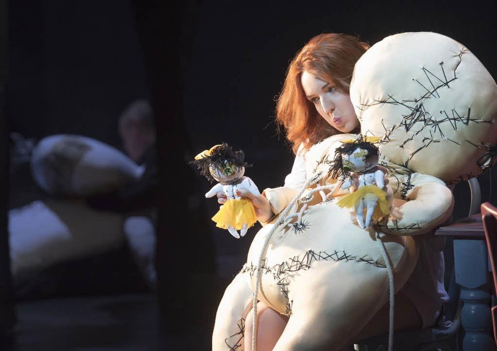 Faszinierend in der Rolle der Cenerent...ene junge Frau: Vasilisa Berzhanskaya.    Foto:  priska ketterer