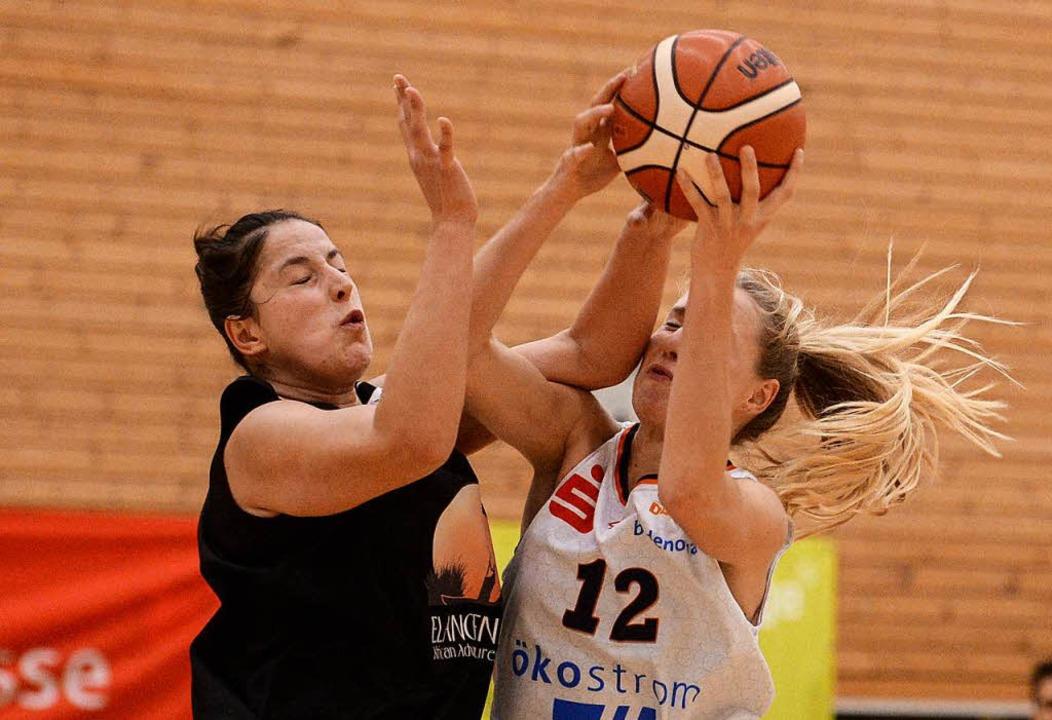 Steuerte elf Punkte zum harttumkämpfte...: USC-Spielerin Ilka Hoffmann (rechts)  | Foto: Patrick Seeger