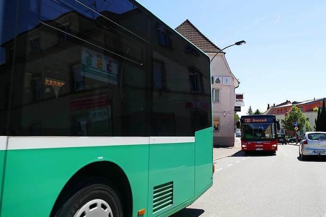 Schweizer schläft tief und fest im Bus der Linie 38 ein