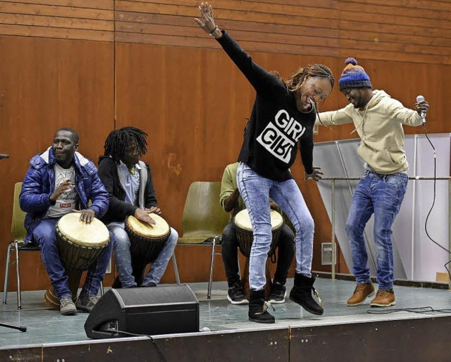 Beim Interkulturellen Fest mit Geflüch...lten Musik und Tanz eine große Rolle.   | Foto: Thomas Kunz
