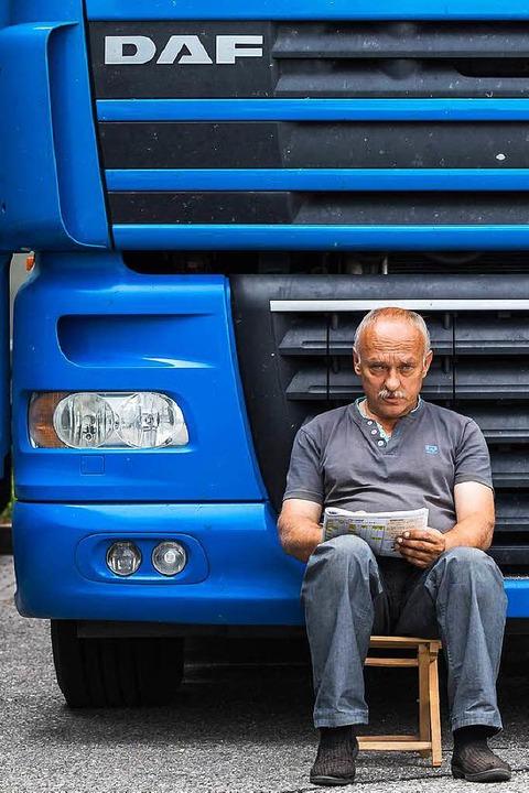 Un conductor de camión debe descansar en la cabina del conductor durante un descanso.  |  Foto: Carlotta Huber
