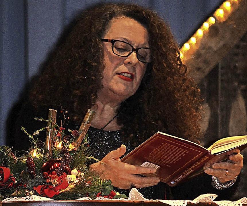 Die Autorin Heidi Knoblich war bei der Weihnachtsfeier in Häusern zu Gast.    Foto: Cornelia Liebwein