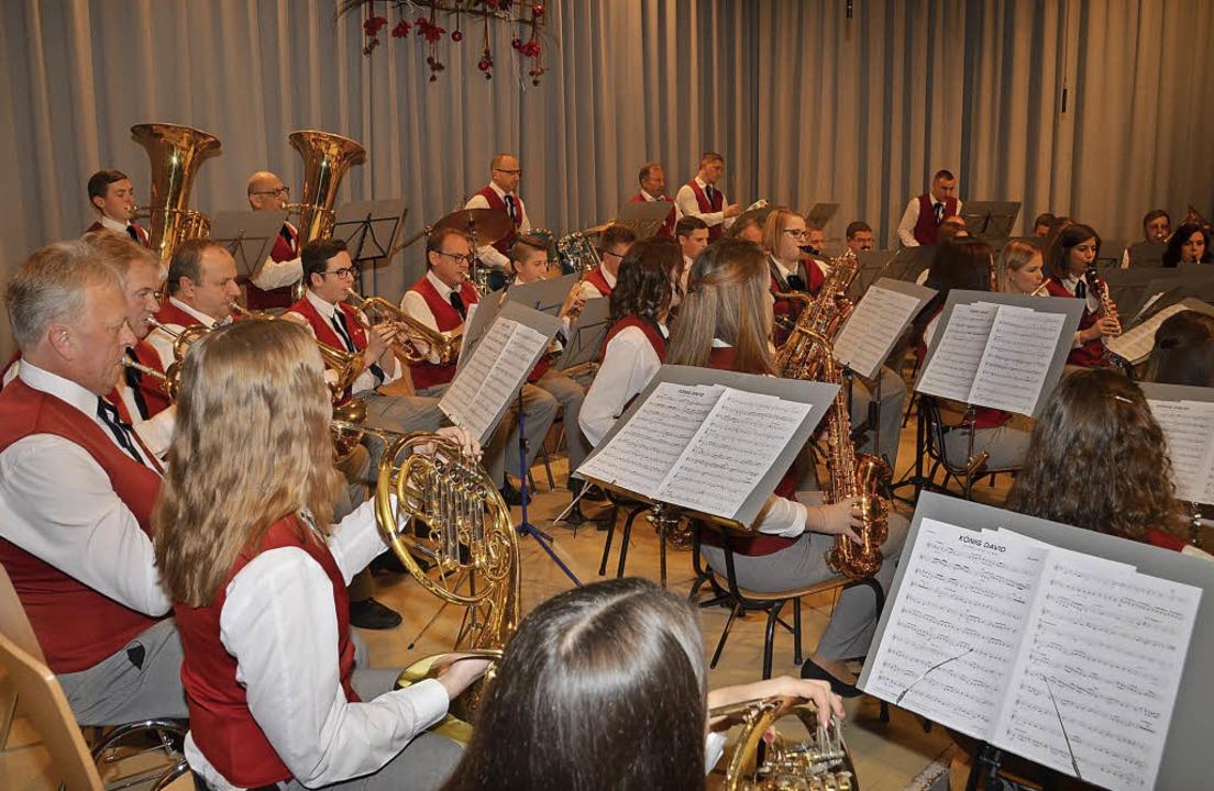 Der Musikverein Sasbach beim Weihnachtskonzert.    Foto: Roland Vitt