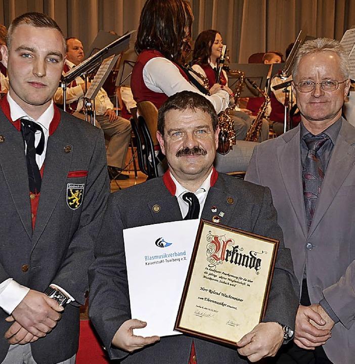 Doppelte Auszeichnung: von links Luis ...Verbandsvizepräsident Martin Schätzle.    Foto: Roland Vitt