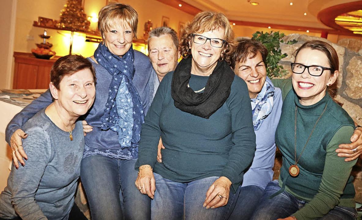 Sie genießen ihre gemeinsame Auszeit b...en stammenden Angela Wade (von links).    Foto: Martha Weishaar