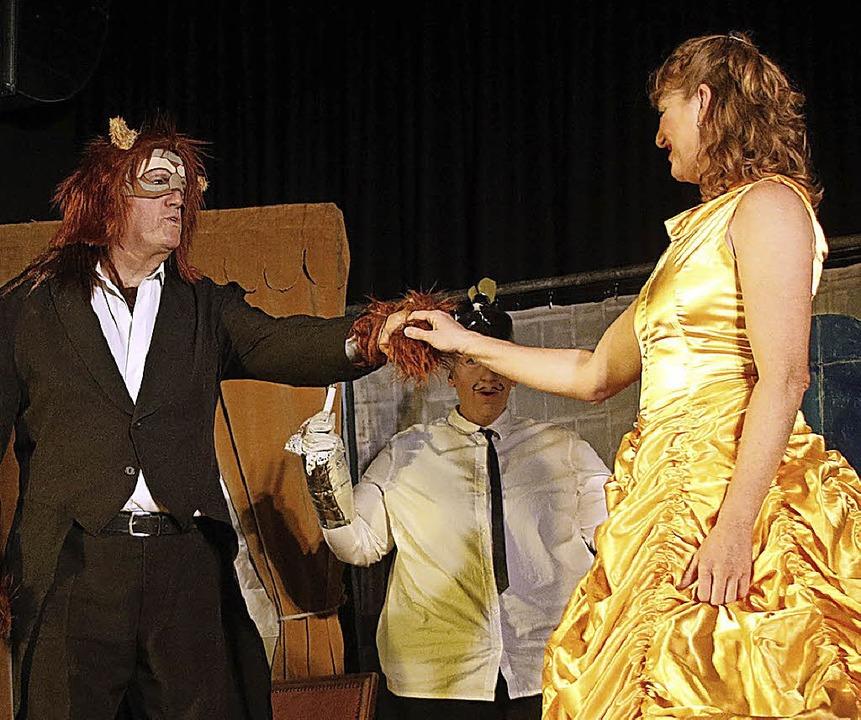Das Theaterstück kommt gut an: Die Schöne und das Biest.  | Foto: Heidi Foessel