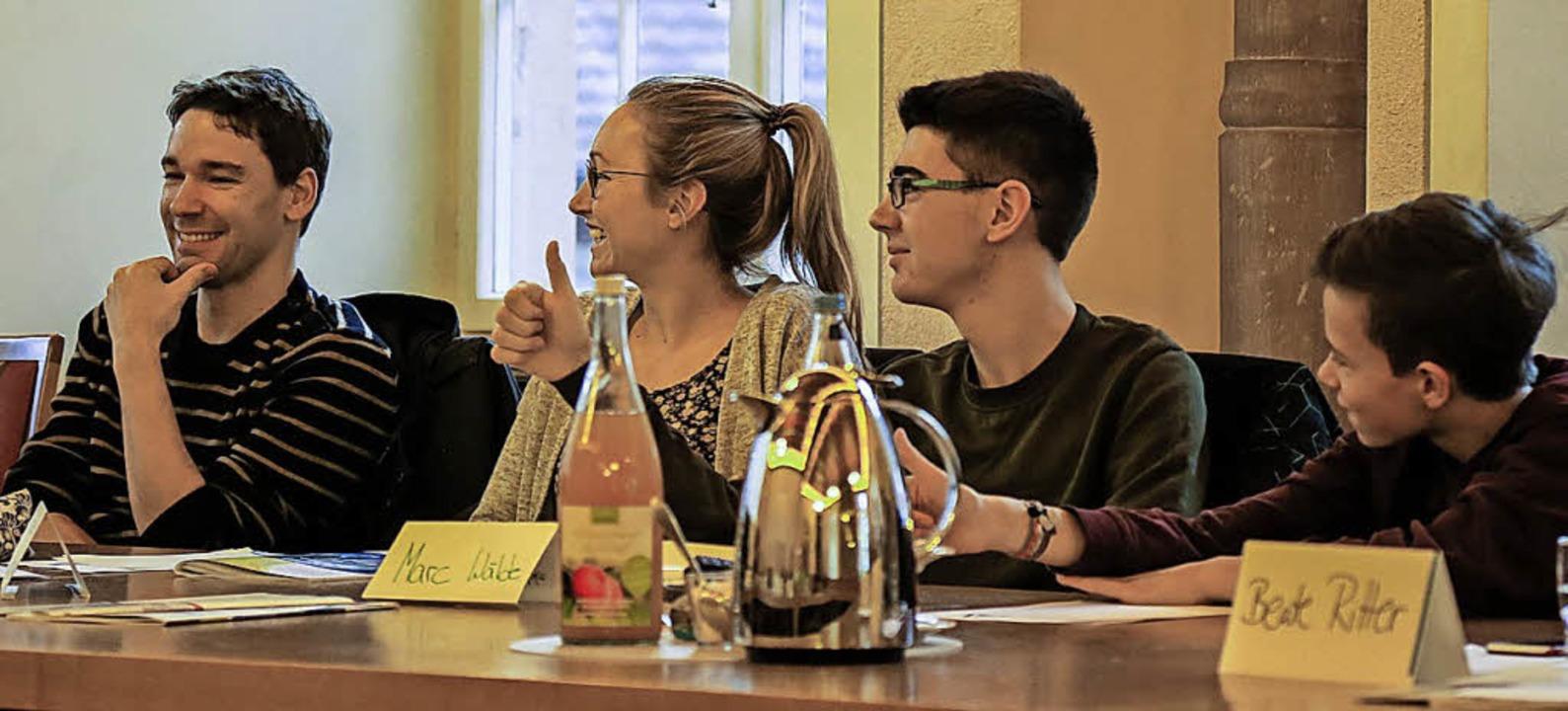 <ppp>Schülerinnen und Schüler diskutieren.</ppp>    Foto: Sandra Decoux-Kone
