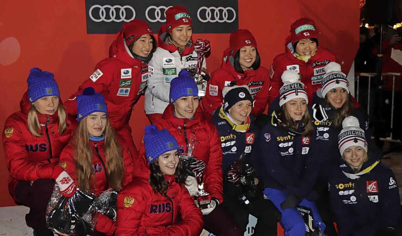 Strahlende Gesichter bei der Siegerehr...drittplatzierte Equipe aus Frankreich.  | Foto: Dieter Maurer
