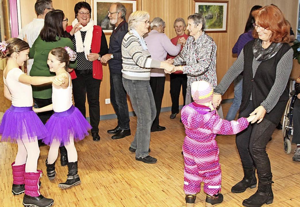 Das macht Jung und Alt Spaß: Tanzen.  | Foto: Eva Korinth