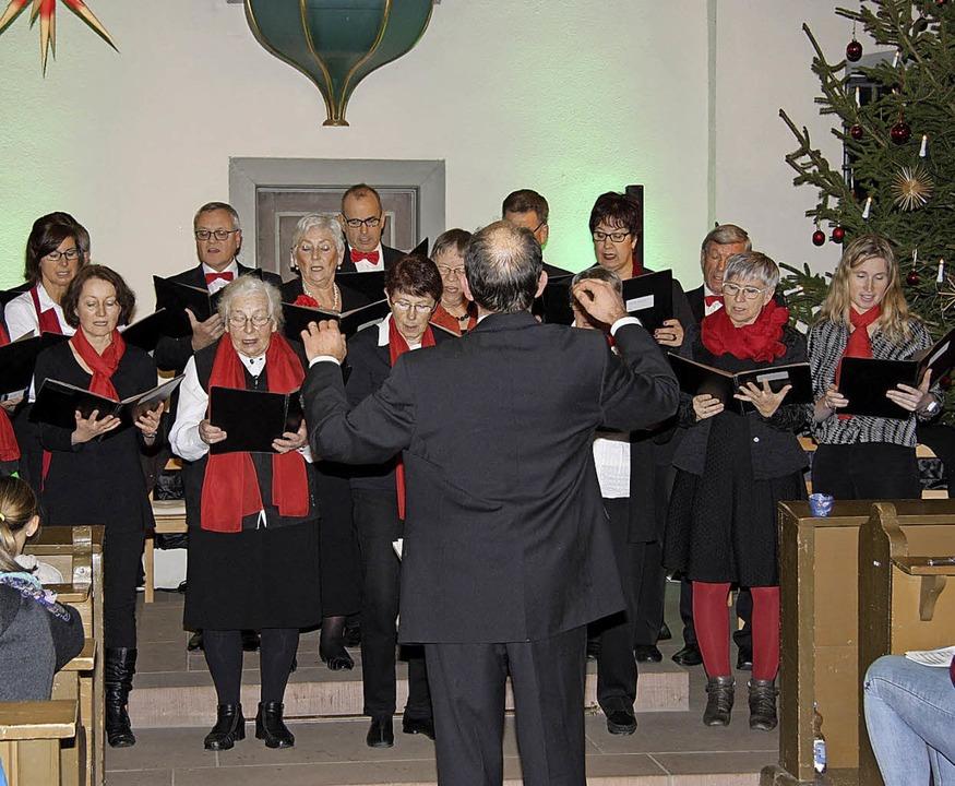 In leicht stärkerer Besetzung als letz...erein Wittlingen beim Adventskonzert.   | Foto: Walter Bronner