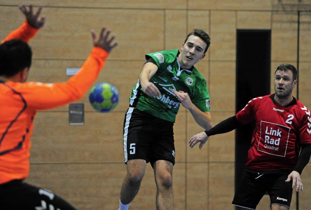 <BZ-FotoAnlauf>HGW Hofweier II: </BZ-F...Wurf) erzielte fünf Treffer im Derby.   | Foto:  Pressebüro Schaller