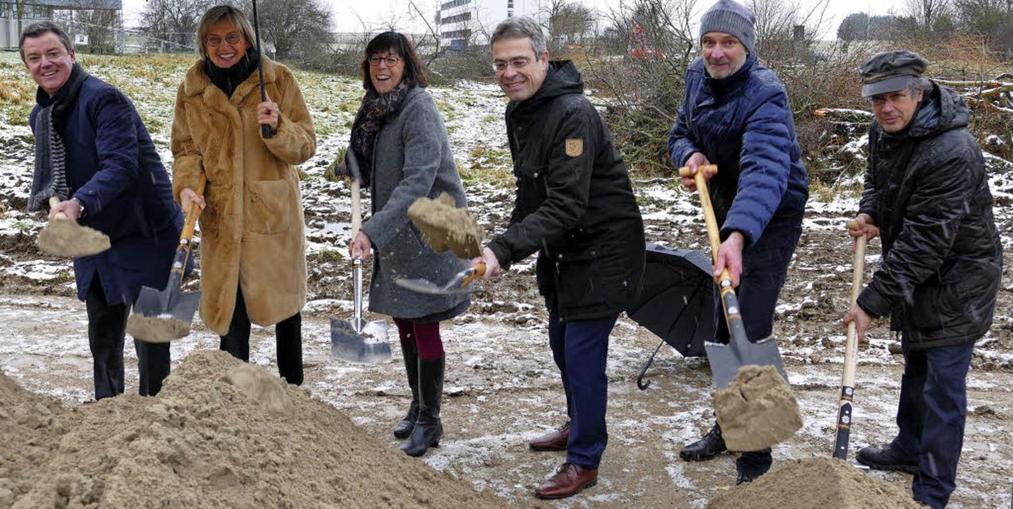 Trotz heftigen Schneeregens fröhliche ...n den  planenden  Aldinger Architekten  | Foto: Hans-Peter Müller